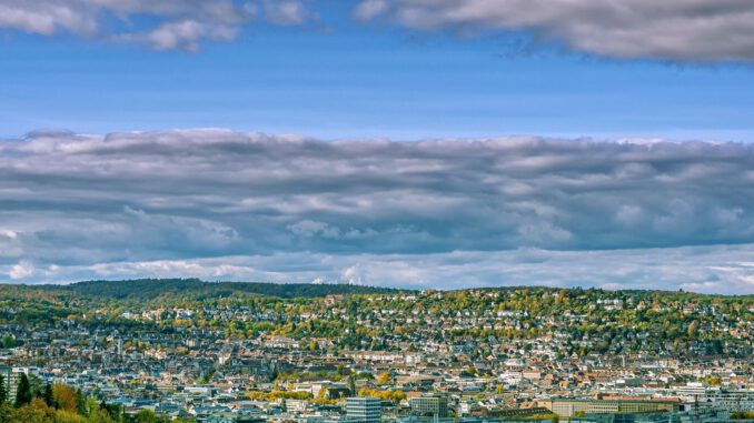 City View Clouds Cityscape  - Portraitor / Pixabay