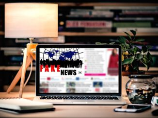 Fake Fake News Media Laptop  - pixel2013 / Pixabay