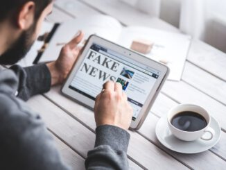 Fake News Hoax Press Computer  - memyselfaneye / Pixabay