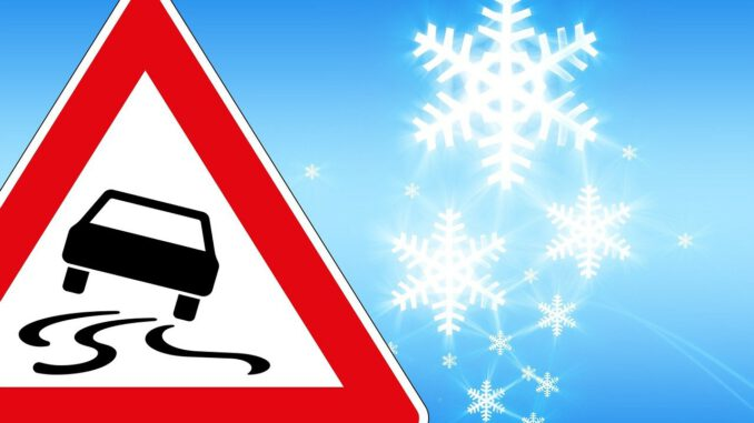 Traffic Sign Ice Risk Of Slipping  - geralt / Pixabay